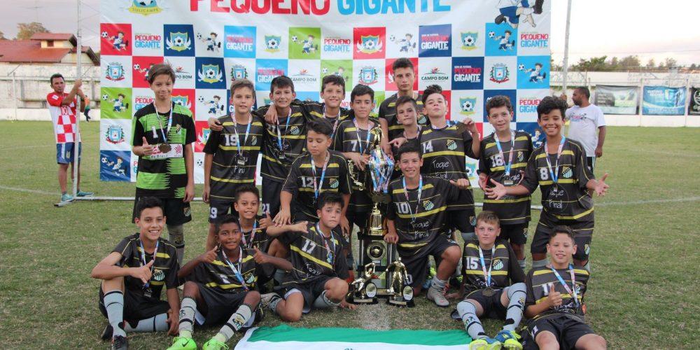 Equipe campeã da categoria Sub 12. Foto: Secretaria de Esporte e Lazer de Campo Bom