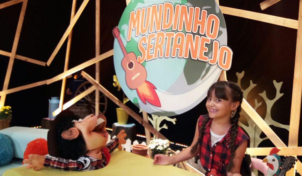 Maria Eduarda interagiu com atores e o público durante o programa. Fotos: divulgação TV Record/arquivo pessoal
