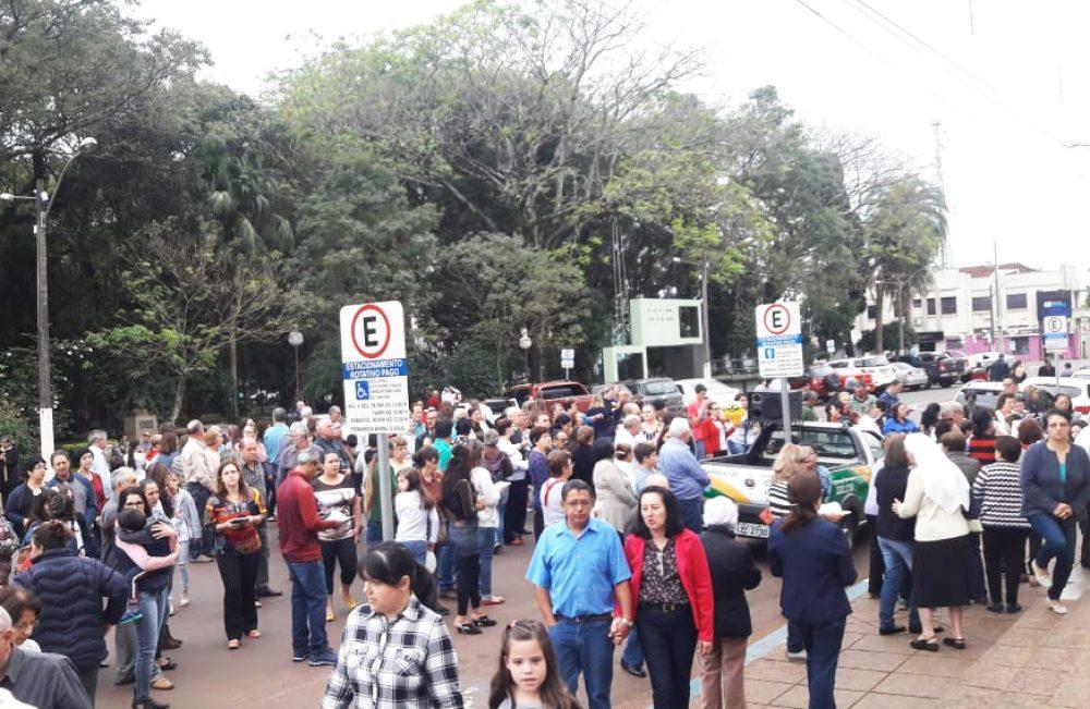 Público presente na celebração. Fotos: Luiz Oneide Nonemacher/Rádio São Luiz e Josi Machado