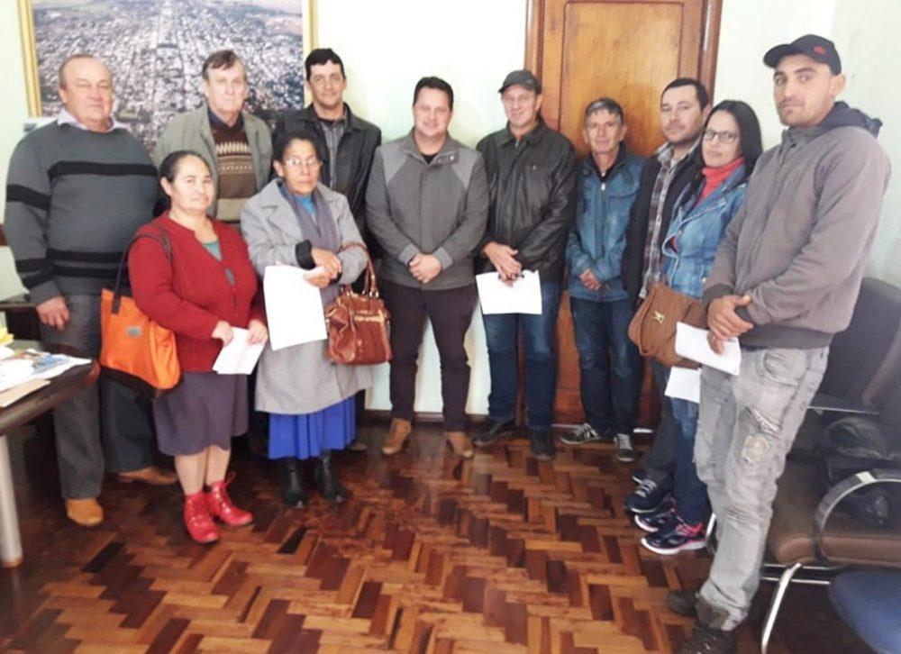 Momento da entrega dos valores financiados. Foto: Fabiano Nunes Machado / Prefeitura de São Luiz Gonzaga