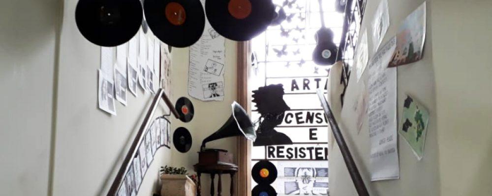 Sede da Coordenadoria está adornada com a temática da exposição. Fotos: Alcides Figueiredo/Rádio São Luiz