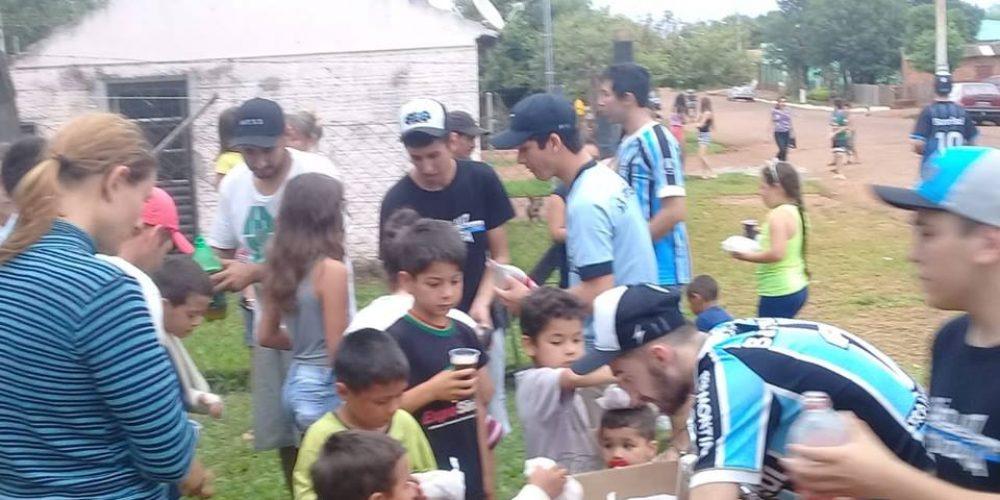 Centenas de crianças foram alcançadas com a ação. Fotos: divulgação/Movimento SLG é Tricolor