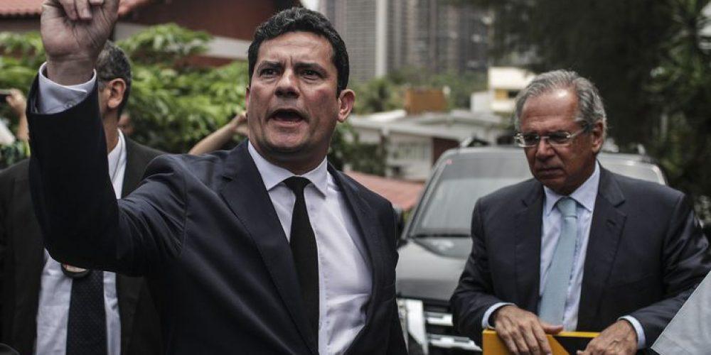 O juiz Sergio Moro e o futuro ministro da Economia, Paulo Guedes, no Rio de Janeiro - EFE/Antonio Lacerda/Direitos reservados