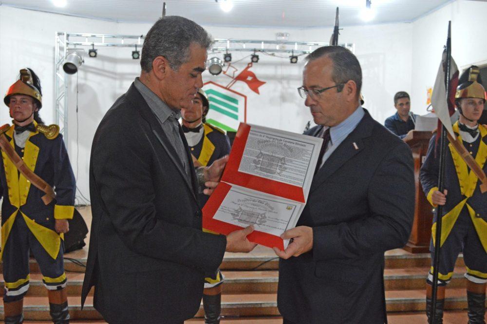 Chefe da Poupex foi agraciado com o Diploma Amigo do Regimento