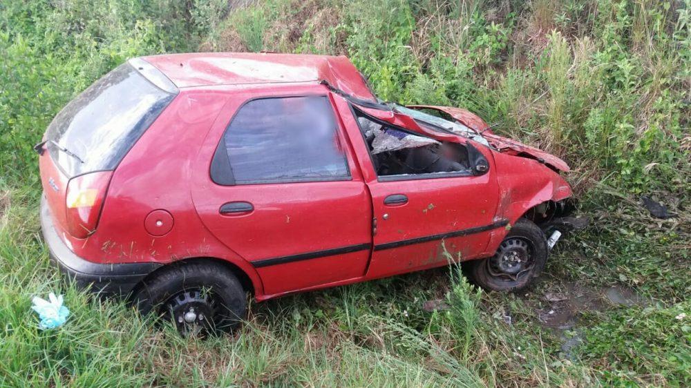 outros dois jovens, de 21 e 25 anos, passageiros do veículo, também residentes em Santiago, sofreram lesões leves e foram encaminhados ao Hospital de Caridade de Santiago. Foto: divulgação/PRF