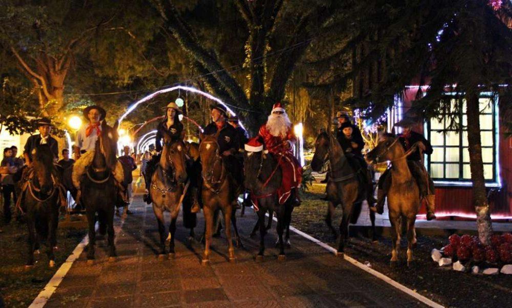 Comitiva que acompanhou o Papai Noel